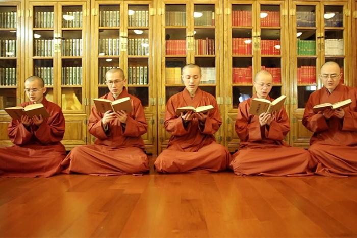 經論,珍藏著佛菩薩的智慧。透過背經,孕化人生智慧。